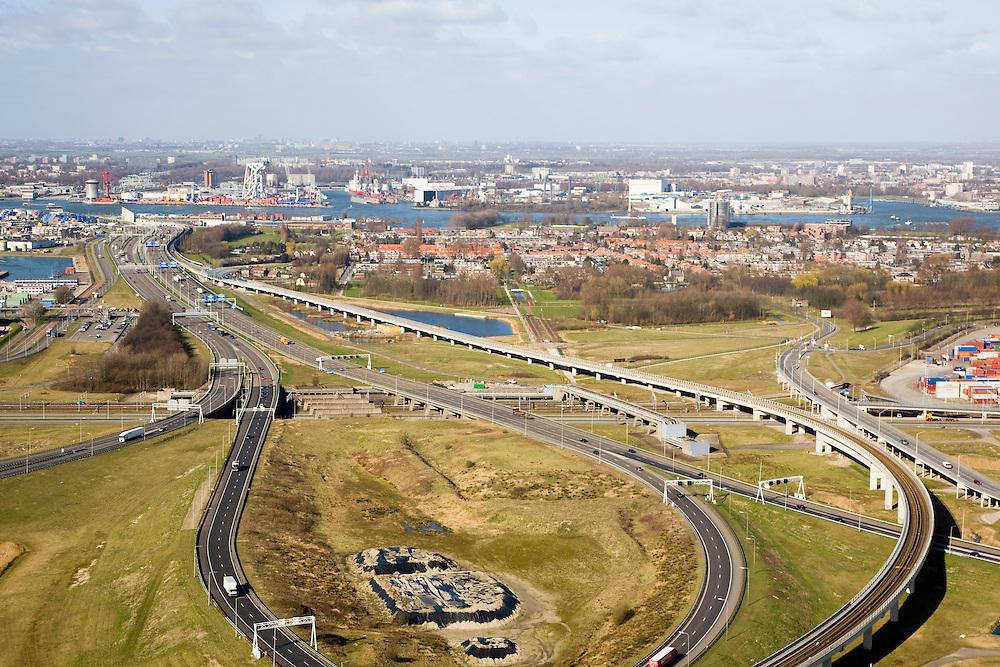 Nederland, Zuid-Holland, Pernis, 04-03-2008; Knooppunt Benelux (of Beneluxplein) gezien naar het Noorden, met A4 naar de Beneluxtunnel en de A15 naar Europoort en naar Rotterdam; het verkeersknooppunt is onvoltooid, er is rekening gehouden met het in de toekomst doortrekken van de A4 naar het zuiden, richting Bergen op Zoom - naar de kijker toe; middenplan: rechts het dorpje Pernis, daar achter, aan de de Nieuwe Maas met Schiedam; de spoorlijn is de metro naar Rotterdam (Calandlijn); bereikbaarheid, mobiliteit, fly-over; ongelijkvloerse kruising, verkeersplein, verkeersknooppunt. .luchtfoto (toeslag); aerial photo (additional fee required); .foto Siebe Swart / photo Siebe Swart