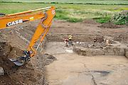 Nederland, Nijmegen, 2-7-2012Gebied van de voorgenomen dijkverlegging, verlegging van de dijk, teruglegging, om de rivier de Waal in de scherpe bocht bij Nijmegen meer ruimte te geven bij hoogwater dmv een extra geul.  Voorafgaand aan dit project wordt eerst archeologisch onderzoek gedaan.Foto: Flip Franssen/Hollandse Hoogte