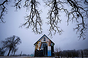 """A barn with the mural of the """"American Gothic"""" painting is seen in Mt. Vernon, Iowa. Artist Mark Benesh recreated the original which was done by Grant Wood. REUTERS/Jim Young"""