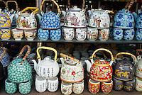 Chine. Pekin. Boutique de theiere. // China. Beijing. Tea pot shop.