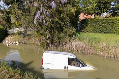 20210415 AUTO NEL CANALE CASAGLIA