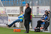 Treningskamp fotball 2014: Molde - Aalesund.  Aalesunds trener Jan Jönsson ser betenkt ut i treningskampen mellom Molde og Aalesund på Aker stadion.