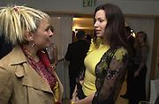 Helen Fielding and Minnie Driver. Talk pre-Golden Globes party. Mondrian Hotel. West Hollywood, California USA 20 January 2001. © Copyright Photograph by Dafydd Jones 66 Stockwell Park Rd. London SW9 0DA Tel 020 7733 0108 www.dafjones.com