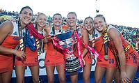LONDEN - Malou Pheninckx (Ned), Margot Van Geffen (Ned) , Lidewij Welten (Ned) , Caia Van Maasakker (Ned) , Laura Nunnink , Ireen van den Assem (Ned)    na het winnen van  de finale Nederland-Ierland (6-0) bij  wereldkampioenschap hockey voor vrouwen.  . COPYRIGHT  KOEN SUYK