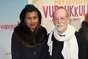 Premiere Het Leven Is Vurrukkulluk naar het boek van Remco Campert in Pathe Tuschinski, Amsterdam.<br /> <br /> op de foto:  Laetitia Griffith en partner