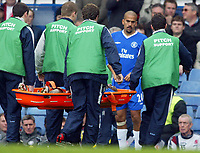 Fotball<br /> NORWAY ONLY<br /> Photo: Scott Heavey, Digitalsport<br /> Chelsea v Midlesbrough. FA Barclaycard Premiership.10/04/2004<br /> A concerned Juan Veron looks on as he is substituted for the injured Claude Makelele