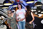 Boekpresentatie Ik Vrouw van Jou in LE:EN, Utrecht. Joyce en Scarlet zochten zaaddonor via YouTube, vonden hem en schreven er een boek over.<br /> <br /> op de foto:  Scarlet Hemkes en partner Joyce Everink geven het eerste boek aan Boerin Bertie Steur