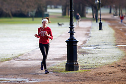 © Licensed to London News Pictures. 03/01/2017. London, UK. People jog in Hyde Park, London on a frosty morning as temperatures in the capital drop below zero celsius on Tuesday, 3 January 2017. Photo credit: Tolga Akmen/LNP