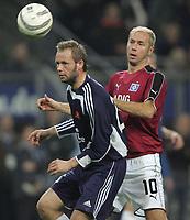 Fotball , 03 . november 205 , UEFA cup , Hamburg - Viking , , Sergej Barbarez hsv Frode Hansen Viking<br /> Foto: Digitalsport<br /> Norway only