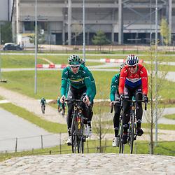 SITTARD (NED) wielrennen<br />De WV de IJsselstreek is met de elite renners neergestreken in Limburg. Er werd in groepjes getraind op het Tom Dumoulin Wielerpark in Sittard