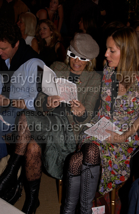 Anita Pallenberg, Clothesline, fundraising fashion show and auction to raise money for an aids charity in Africa. chelsea Gardener, 20 September 2004. SUPPLIED FOR ONE-TIME USE ONLY-DO NOT ARCHIVE. © Copyright Photograph by Dafydd Jones 66 Stockwell Park Rd. London SW9 0DA Tel 020 7733 0108 www.dafjones.com