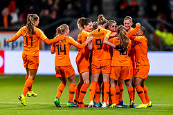09-11-2018 NED: UEFA WC play-off final Netherlands - Switzerland, Utrecht<br /> European qualifying for the 2019 FIFA Women's World Cup - Sherida Spitse #8 of Netherlands, Kiki van Es #5 of Netherlands, Anouk Dekker #6 of Netherlands