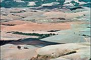 Italie, Toscane, 25-8 2001Landschap met verlaten boerderij. Milieu, klimaatverandering, landbouw, velden.Foto: Flip Franssen