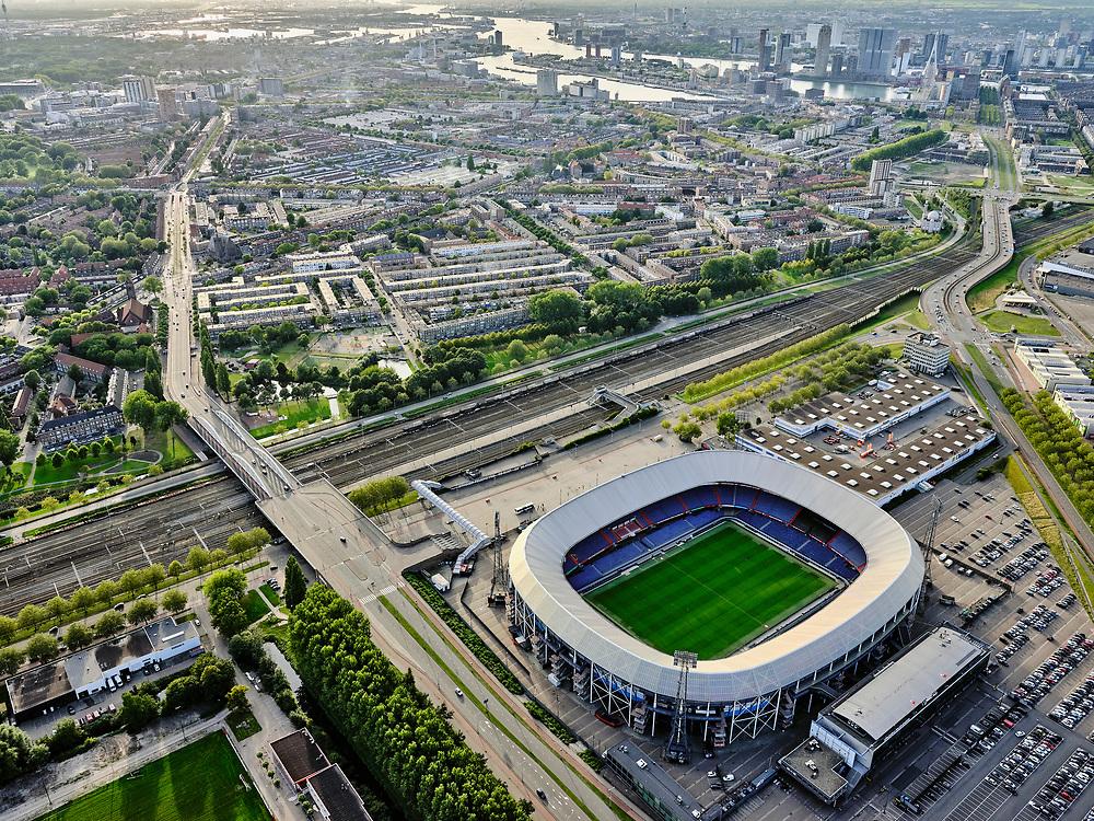 Nederland, Zuid-Holland, Rotterdam, 14-09-2019; Stadsgezicht Rotterdam-Zuid. Zicht op stadsdeel Feijenoord, stadion Feijenoord, De Kuip. <br /> Cityscape Rotterdam-South. District Feijenoord. Feijenoord stadium, De Kuip.<br /> luchtfoto (toeslag op standard tarieven);<br /> aerial photo (additional fee required);<br /> copyright foto/photo Siebe Swart