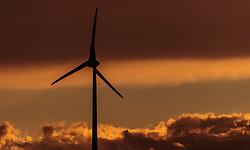 THEMENBILD - ein Windrad des Energieversorgers EVN in einem Windpark zur Stromerzeugung im Gegenlicht bei Sonnenuntergang, aufgenommen am 7. Juni 2017, Rottersdorf, Oesterreich // a Wind turbine from the Austrian-based producer and transporter of electricity, EVN operate in a wind farm in the backlight at sunset at Rottersdorf, Austria on 2017/06/07. EXPA Pictures © 2017, PhotoCredit: EXPA/ JFK