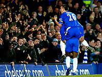Fotball<br /> Premier League England 2004/2005<br /> 18.12.2004<br /> Foto: BPI/Digitalsport<br /> NORWAY ONLY<br /> <br /> Chelsea v Norwich City<br /> FA Barclays Premiership.<br /> 18/12/2004<br /> <br /> John Terry celebrates with Didier Drogba after Chelsea's fourth