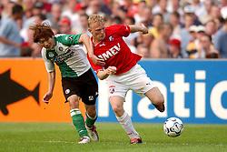 01-06-2003 NED: Amstelcup finale FC Utrecht - Feyenoord, Rotterdam<br /> FC Utrecht pakt de beker door Feyenoord met 4-1 te verslaan / Dirk Kuyt, Song Chong-Gug