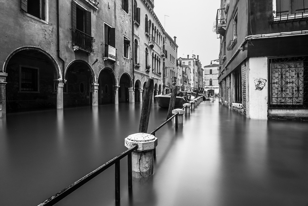 Venice, Italy. 29 October, 2018.  A flooded street along a canal is seen during the high water in Cannaregio district on October 29, 2018, in Venice, Italy. This is a selection of pictures of different areas of Venice that the press has not covered, were resident live and every year they have to struggle with the high tide. Due to the exceptional level of the 'acqua alta' or 'High Tide' that reached 156 cm today, Venetian schools and hospitals were closed by the authorities, and citizens were advised against leaving their homes. This level of High Tide has been reached in 1979. © Simone Padovani / Awakening / Alamy Live News