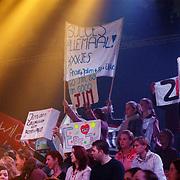 Opname Idols, publiek, spandoeken, logo,