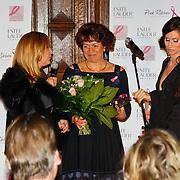 NLD/Amsterdam/20100929 - Pink Ribbon Gala 2010, Josée van Attekum wint Pink Ribbon Award 2010