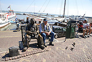 Volendam, Holland, Nederland Bronze statue of a local fisherman