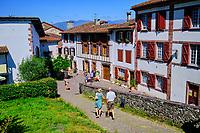 France, Pyrénées-Atlantiques (64), Pays Basque, Saint-Jean-Pied-de-Port, rue de la Citadelle // France, Pyrénées-Atlantiques (64), Basque Country, Saint-Jean-Pied-de-Port
