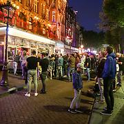NLD/Amsterdam/20180608 - Laatste uitzending van Late Night met Humberto Tan , Fan's staan buiten de studio