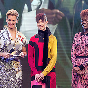 NLD/Amsterdam/20161025 - finale Holland Next Top model 2016, winnares Akke Marije Marinus, model Colette Kanza