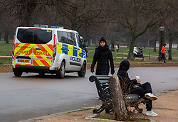 © Licensed to London News Pictures. 10/01/2021. London, UK. Members of the public enjoy a stroll in the park as Police patrol a busy Hyde Park in London as health experts call for the lockdown to be made tougher. This week, Prime Minister Boris Johnson plunged England into a 3rd lockdown as he ordered schools to close and workers to work from home as the government brings in the army to ramp up vaccinations across the country. Photo credit: Alex Lentati/LNP