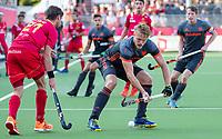 ANTWERPEN -  Jip Janssen (Ned) met links Vicenc Ruiz (Esp) tijdens halve finale  mannen, Nederland-Spanje  ,  bij het Europees kampioenschap hockey.  COPYRIGHT KOEN SUYK