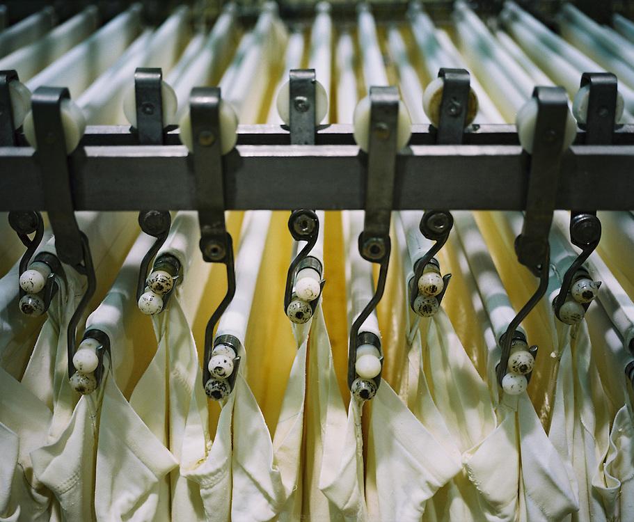 Sèvre & Belle, coopérative laitière établie à la Celles-sur-Belle depuis 1893. Fabrication de fromage de chèvre et de beurres. Poitou-Charentes. Automne 2010.