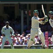 Ricky Ponting batting during the Australia V Pakistan 2nd Cricket Test match at the Sydney Cricket Ground, Sydney, Australia, 5 January 2010. Photo Tim Clayton