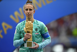 July 7, 2019 - Lyon, France - Sari Van Veenendaal (Arsenal WFC) of Netherlands  Golden Gloves Awards the 2019 FIFA Women's World Cup France Final match between The United State of America and The Netherlands at Stade de Lyon on July 7, 2019 in Lyon, France. (Credit Image: © Jose Breton/NurPhoto via ZUMA Press)