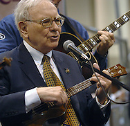 5/5/07 Omaha NE  Warren Buffett sings and plays with a blue grass band on the floor at Qwest Center Omaha just before the start of the Berkshire Hathaway annual meeting Saturday morning..(photo by Chris Machian/Prarie Pixel Group).
