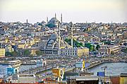 Turkije, Istanbul, 5-6-2015Stadsbeeld. Op de achterond de Suleyman moskee. Istanbul, vroegere hoofdstad van het Ottomaanse rijk. Druk bezocht door toeristen. Toeristische attractie. ToerismeFoto: Flip Franssen