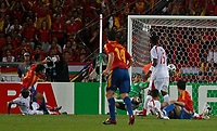 Photo: Glyn Thomas.<br />Spain v Tunisia. FIFA World Cup 2006. 19/06/2006.<br /> Spain's Raul (second from L) equalises.