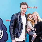 NLD/Amsterdam/20160117 - Premiere Woezel & Pip Op zoek naar de Sloddervos !, Jim Bakkum, kinderen Lux en partner Bettina Holwerda