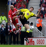 Foto: Digitalsport<br /> NORWAY ONLY<br /> Photo. Glyn Thomas.<br /> Middlesbrough v Aston Villa. <br /> FA Barclaycard Premiership. 24/04/2004.<br /> Middlesbrough's Massimo Maccarone (L) fights an aerial battle for possession with Thomas Hitzlsperger.