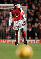Fotball<br /> Premier League 2004/05<br /> Arsenal v Chelsea<br /> Highbury<br /> 12. desember 2004<br /> Foto: Digitalsport<br /> NORWAY ONLY<br /> Despite being back for a few matches Sol Campbell and his defence still look shaky