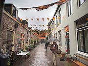 Een straat in Utrecht is versierd met oranje slingers vanwege het EK voetbal.<br /> <br /> A street is decorated with flags to support the Dutch soccer team during the European Championship.