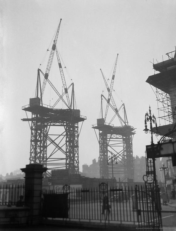 Cranes, Lunch, London, 1927