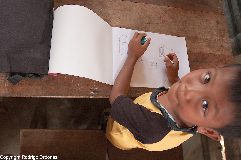 A student at Elementary School 14 in Sungai Geringging draws cleaning utensils during an exercise about the importance of hygiene conducted by Save the Children.