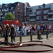 NLD/Huizen/20050918 - Grote brand theater 3 in 1 Huizen, publiek, afzetting