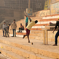 Boys playing cricket close to Harischandra ghat.