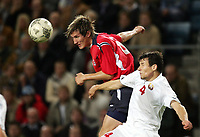 Fotball, 8. september 2004 EM kvalifisering,  Norge- Hviterussland 1-1, Morten Gamst Pedersen, Norge, og Sergei Omelyanchuk, Hviterussland
