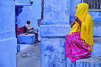 Inde, Rajasthan, Jodhpur la ville bleue, scène dans la vielle ville // India, Rajasthan, Jodhpur, the blue city, women in the old city