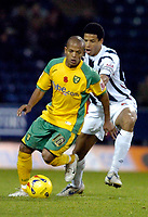 Photo: Leigh Quinnell.<br /> West Bromwich Albion v Norwich City. Coca Cola Championship. 11/11/2006. Norwichs' Robert Earnshaw shields the ball from West Broms Curtis Davies.