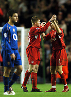Fotball<br /> Premier League 2004/05<br /> Liverpool v Arsenal<br /> 28. november 2004<br /> Foto: Digitalsport<br /> NORWAY ONLY<br /> Steven Gerrard congratulates Neil Mellor for his match winning performance at the end of the game
