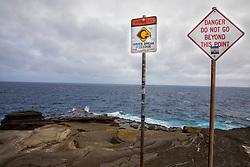 Lanai Lookout Warning Signs