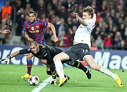 06-04-2010 VOETBAL: CHAMPIONS LEAGUE: BARCELONA - ARSENAL: BARCELONA<br /> Barcelona wint met 4-0 van Arsenal / Nicklas Bendtner (r) en Victor Valdes<br /> ©2010-FRH-nph / Alterphotos-Acero